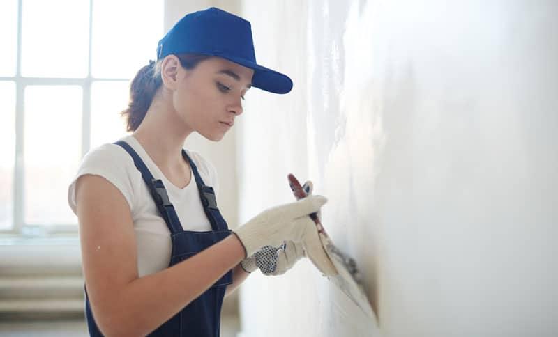 como pegar papel mural